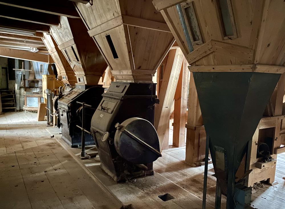 Die historischen Walzenstühle in der alten Mühle, in der bald gebraut wird.