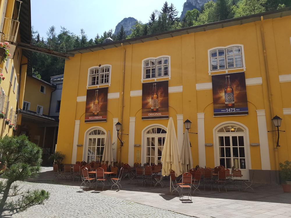 Direkt unter den markanten Barmsteinen liegt das Hofbräu Kaltenhausen.
